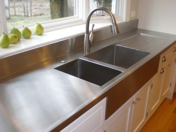 столешница на кухне из металла