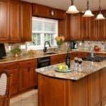 Разделочный стол для кухни: как недостатки превратить в достоинства