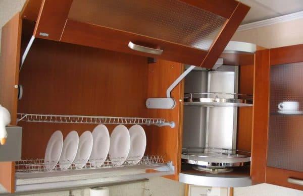 посудные шкафы на кухню с навесными шкафами