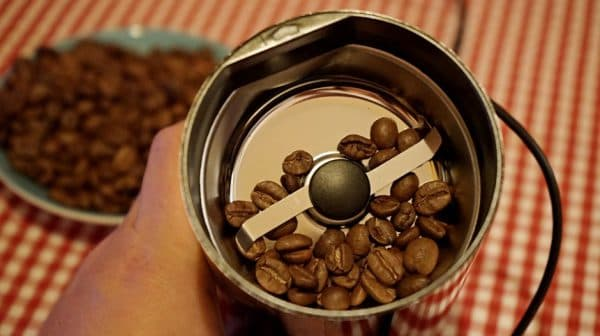 электрическая пропеллерная кофемолка