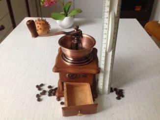 кофемолка ручная с каменными жерновами
