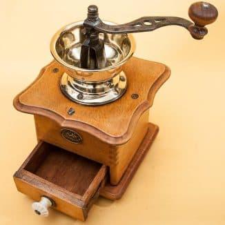 деревянная кофемолка