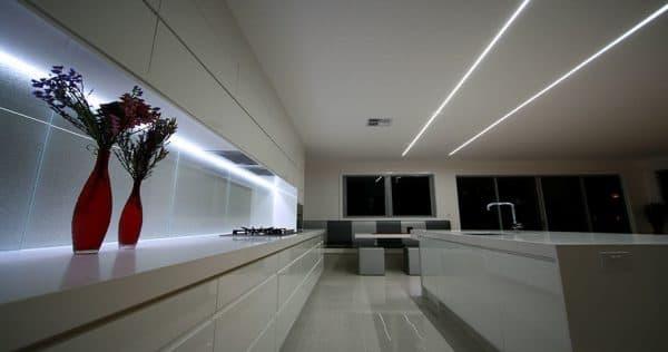 накладная линейная Led подсветка кухонного гарнитура