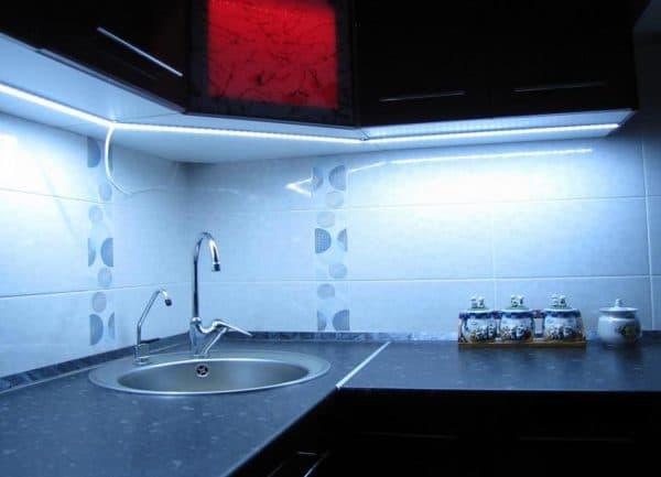 сенсорная Led подсветка кухонного гарнитура