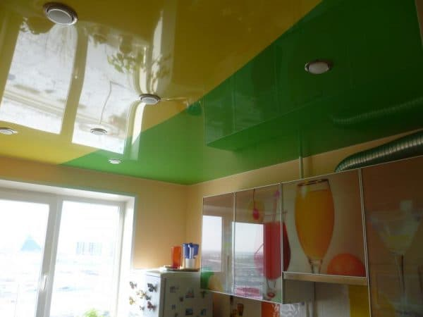 двухуровневые натяжные потолки без искривления на кухне