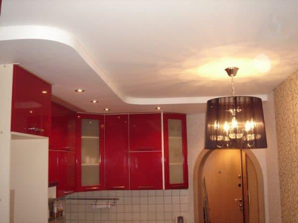 матовые двухуровневые натяжные потолки на кухне
