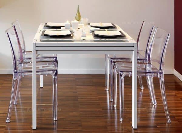 комбинированные прозрачные стулья для кухни
