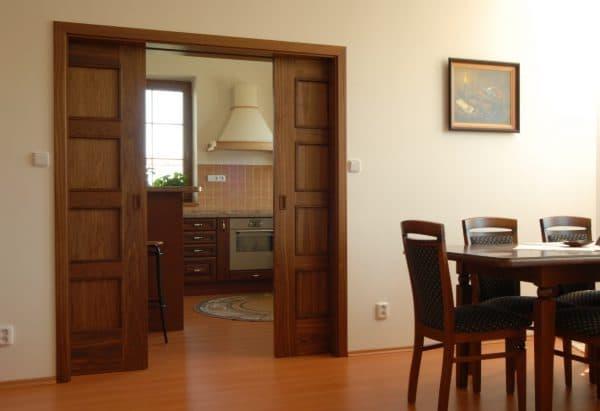 раздвижные двери на кухню по типу пенала