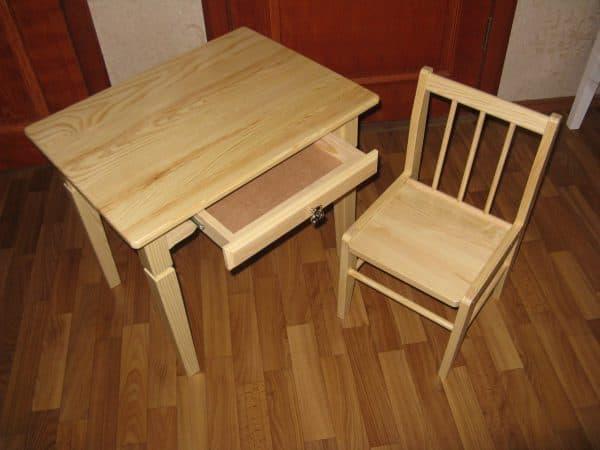 детский стол из массива дерева