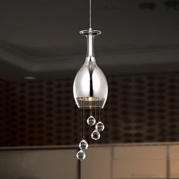 подвесная люстра в виде канделябра на кухню