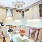 Виды потолочных люстр на кухню