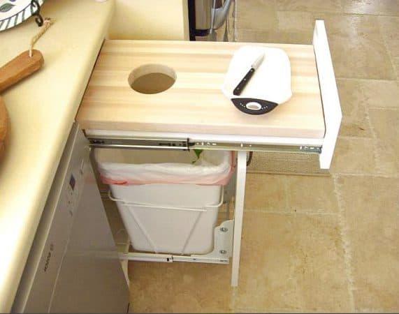 выдвигающаяся разделочная доска в маленькой кухне